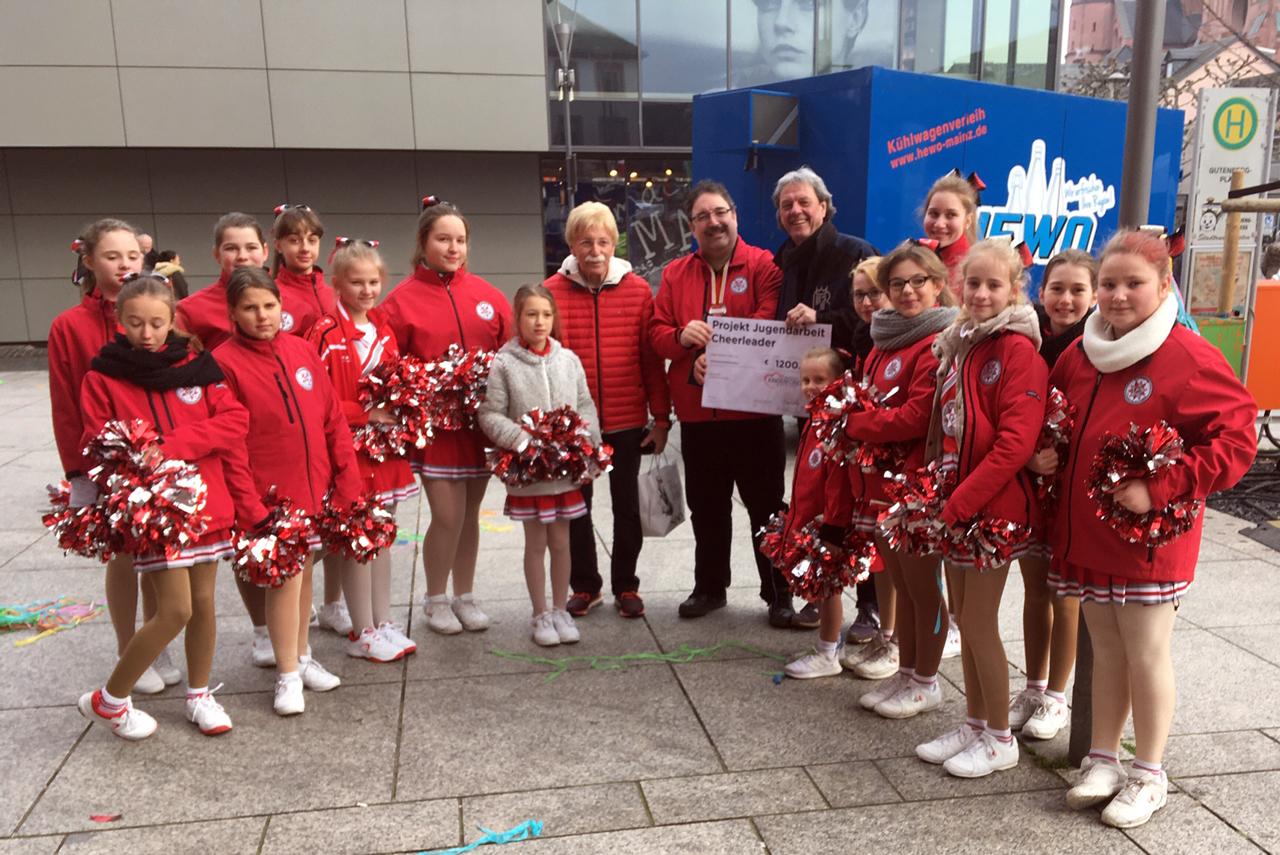 Checkuebergabe-Kinderfonds-LSG-Die-Chaote